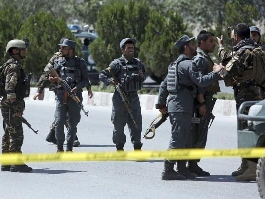 طالبان نے گاڑی روک کر 4 افراد کو گولیاں ماریں۔ فوٹو: فائل