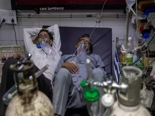 ہر چار منٹ میں ایک مریض دم توڑ رہا ہے، فوٹو: فائل