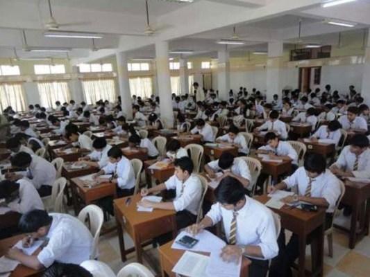 تمام امتحانات 15 جون تک منسوخ کردیے گئے ہیں۔(فوٹو: فائل)