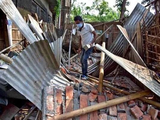 درجنوں عمارتیں اور سڑکیں تباہ ہوگئیں، فوٹو: ٹوئٹر
