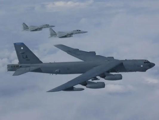 تازہ کھیپ میں 6 بمبار اور 12 ایف-18 جنگی طیارے شامل ہیں، فوٹو: فائل