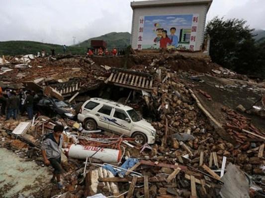 زلزلے سے دو پل اور دو مرکزی شاہراہیں تباہ ہوگئیں، فوٹو: ٹوئٹر