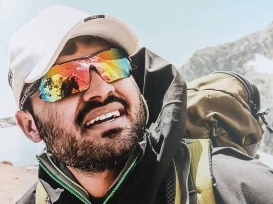 اسد علی میمن 6 ہزار 190 میٹر بلند چوٹی تک پہنچنے کے لیے یکم جون کو کراچی سے امریکی ریاست الاسکا روانہ ہورہے ہیں۔ فوٹو: فیس بک پیج