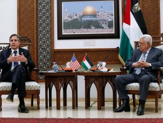 امریکی وزیرخارجہ نے اسرائیلی وزیراعظم کے بعد فلسطین کے صدر محمود عباس سے ملاقات کی، فوٹو: اے ایف پی