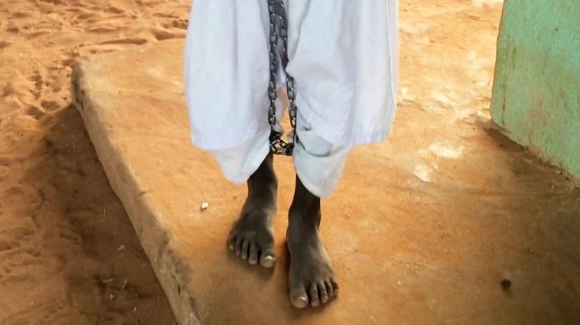 """115866800 1200 chains a - """"Levanté la mirada y vi que tenían grilletes"""": las escuelas islámicas en las que encadenan a los niños"""