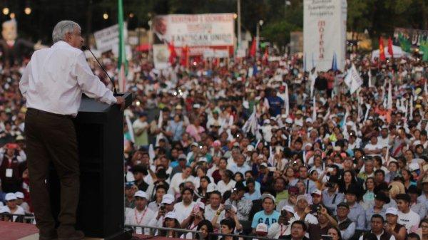 El candidato Andrés Manuel López Obrador en un mitin