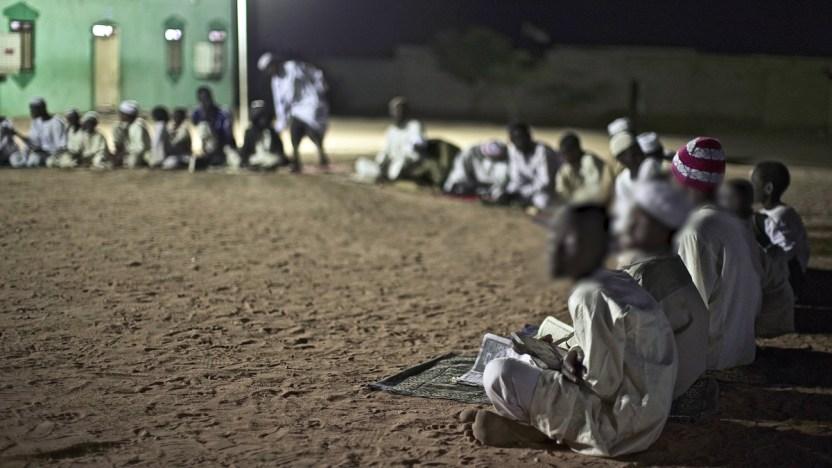 """115866810 1200 chains k - """"Levanté la mirada y vi que tenían grilletes"""": las escuelas islámicas en las que encadenan a los niños"""