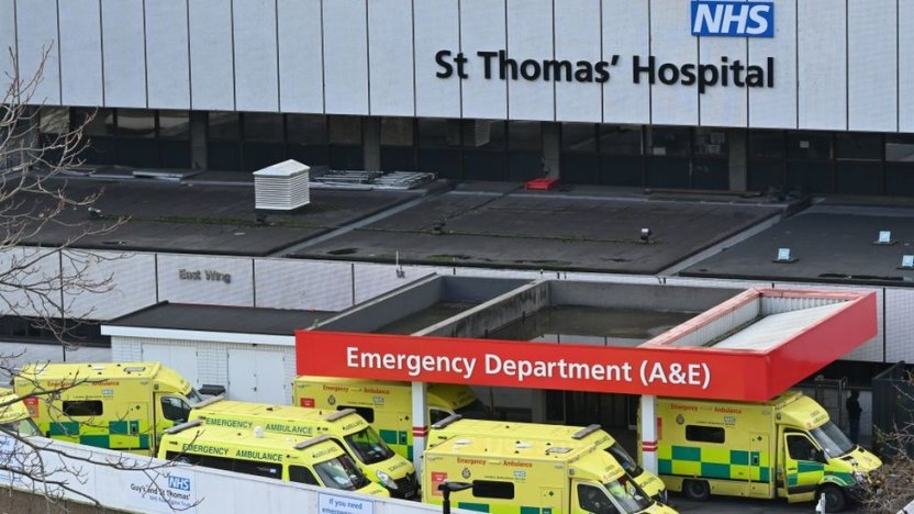 116349320 gettyimages 1230405087 - Inglaterra regresa al confinamiento estricto ante el riesgo de colapso de su sistema de salud