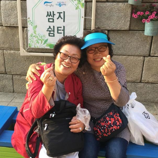 Mujeres mayores en Corea del Sur.