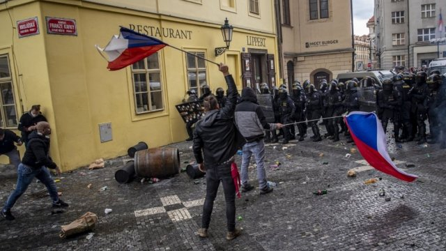 Demonstrators in Prague clash with police