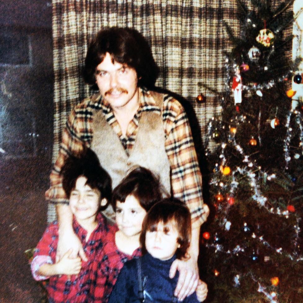 Sonny junto a sus tres hijos en 1979.