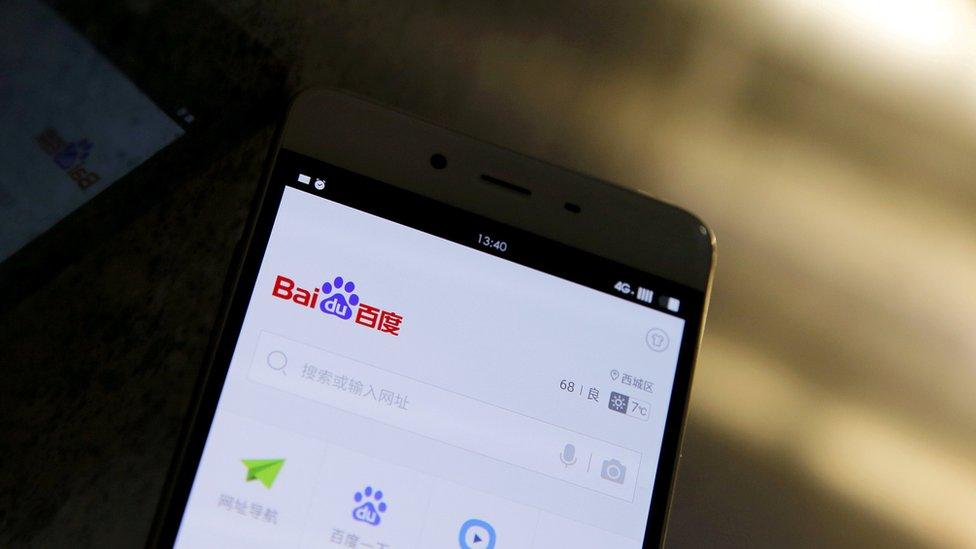 Celular con el símbolo de Baidu