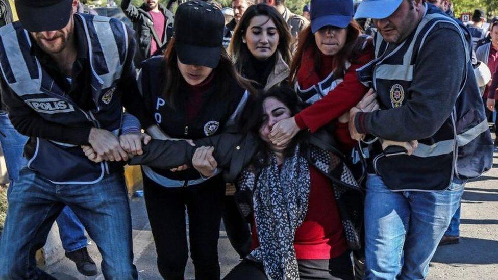 Tutuklamaları protesto amacıyla yapılan gösteriler üzerine Sebahat Tuncel de tutuklandı