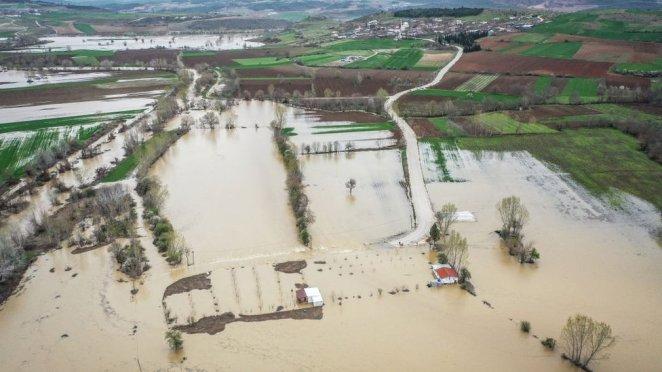Türkiye'de su döngüsünde yaşanan değişiklikler, daha az yağışlarla daha uzun süre kuraklık yaşanmasına ya da daha aşırı yağış olaylarına neden oluyor.
