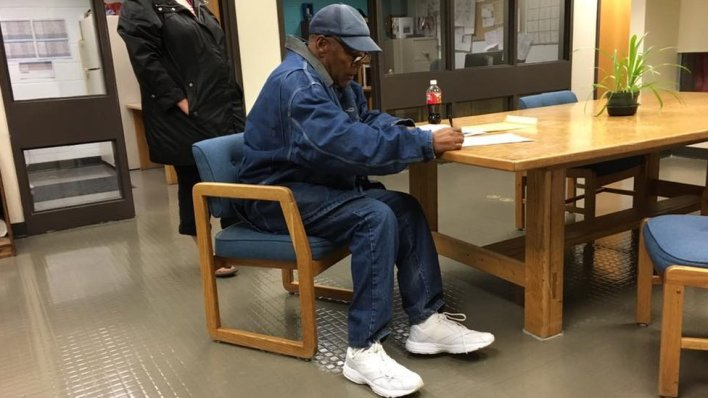98092408 nevada - OJ Simpson released on parole from Nevada jail