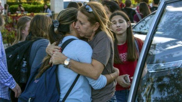 17 Orang Tewas dalam Penembakan Massal di Florida