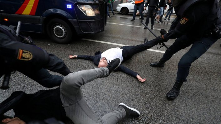 98095358 mediaitem98095357 - Catalan referendum: 'Hundreds injured' in clashes