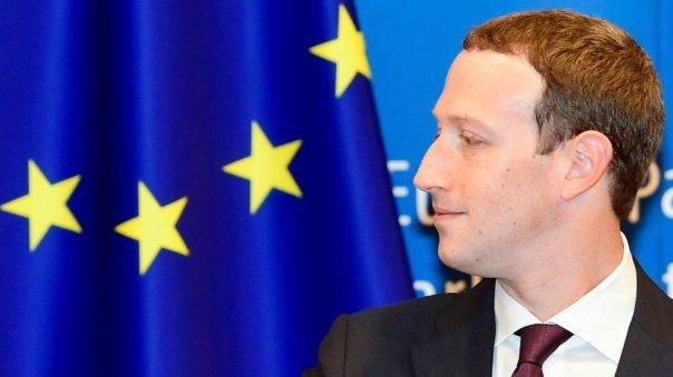 Mark Zuckerberg y bandera europea
