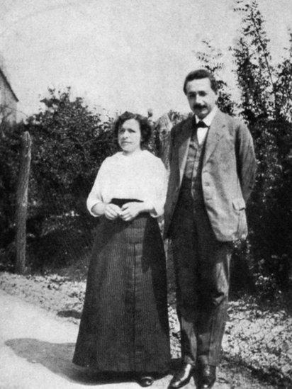 Albert Einstein con su primera esposa Mileva Maric en 1905.