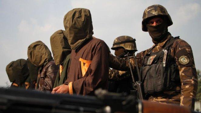 2019'da Afgan güçleri tarafından yakalanan Taliban militanları