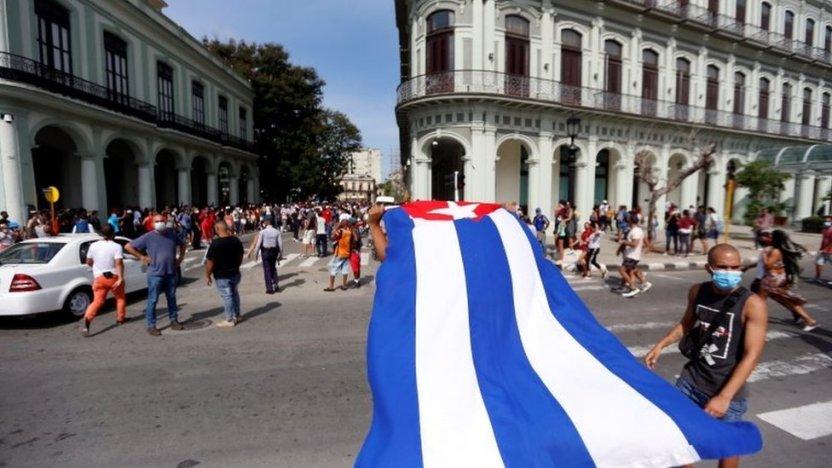 """119366188 475fdcdf cb0b 4fb9 aa24 65bd43b0189c - """"Nuestro pueblo es heroico"""": las voces de los cubanos que apoyan al gobierno de Díaz-Canel"""