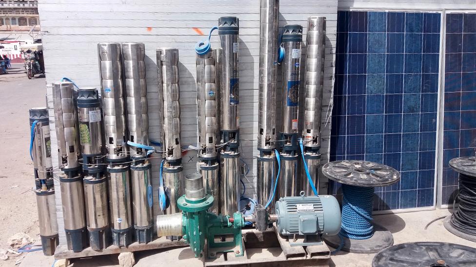 Venta de paneles solares y bombas de irrigación.