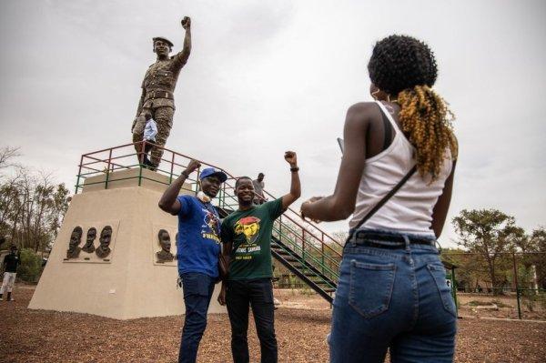 Burkina Faso unveils 'corrected' Thomas Sankara statue - BBC News