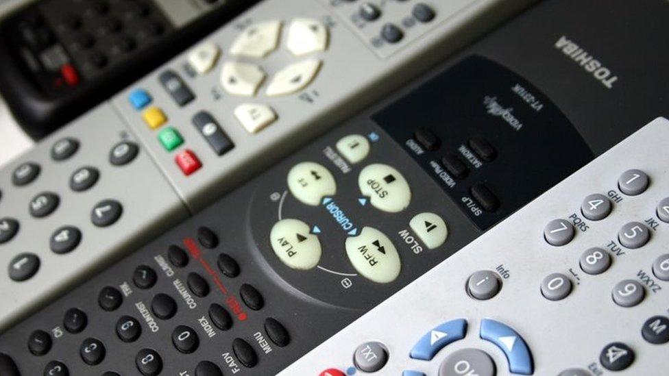Controles de televisión y aparatos electrónicos