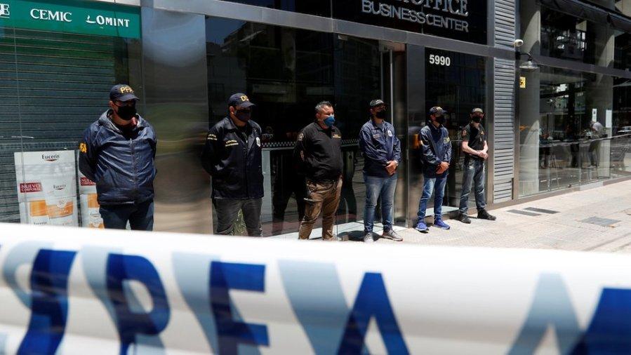 布宜诺斯艾利斯警方搜查了这名医生的住所及诊所
