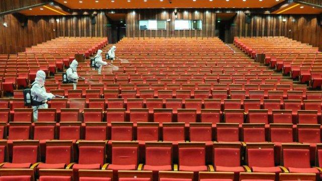 Coronavirus: China's cinemas start to reopen after shutdowns - BBC News
