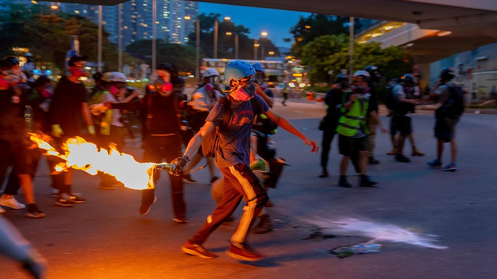 香港抗議:大埔示威留守變快閃 國泰收中國民航局警告後證實被告機員停職