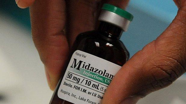 Una botella de midazolam