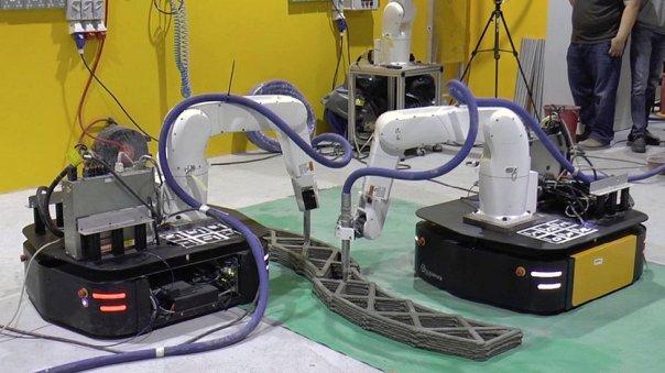 Robots cooperando en impresiones 3D.