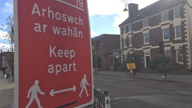 Covid warning sign on Mold High Street