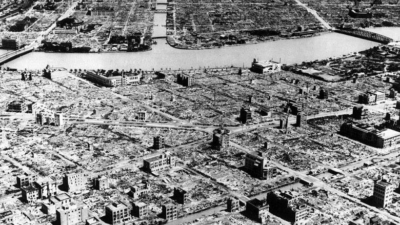 Tokio bombardeado
