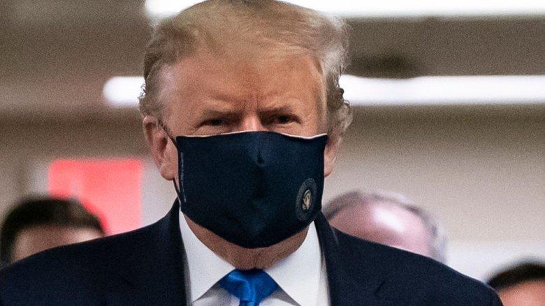 El presidente Trump con una mascarilla