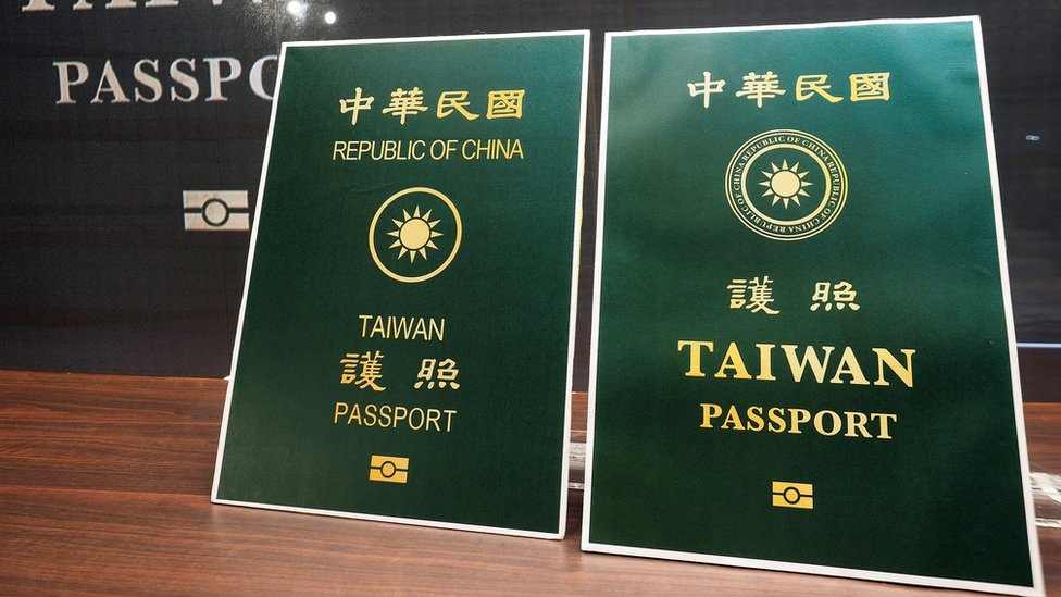 臺灣護照改版: 「中華民國」英文字樣「幾乎消失」