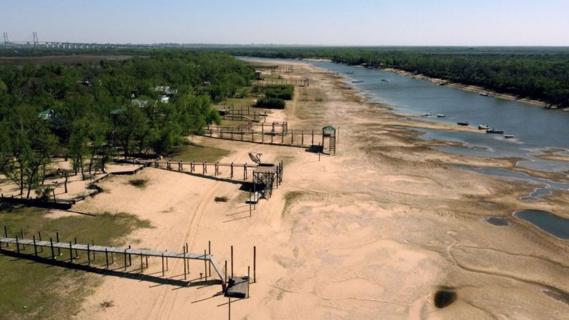 120409493 gettyimages 1234968468 1 - Las impactantes imágenes de la mayor sequía en 77 años del río Paraná, el segundo más largo de Sudamérica