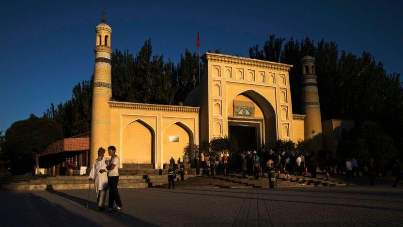"""103241993 gettyimages 813182660 - """"Pagaban para elegir a las reclusas más bonitas"""": detenidas de un campo para uigures en China denuncian violaciones"""
