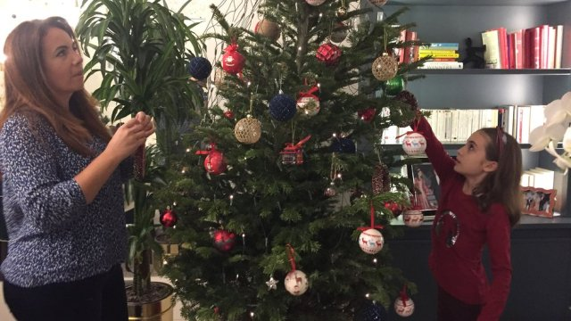 Image shows Kenza and Sofia decorating their Christmas tree