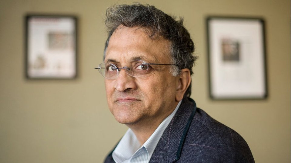 Ramachandra Guha: How the right wing hounded out a Gandhi biographer - BBC News
