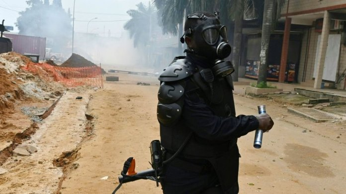 Ivorian anti-riot police prepare to disperse opposition supporters in Blockhauss, Abidjan, on October 31, 2020.