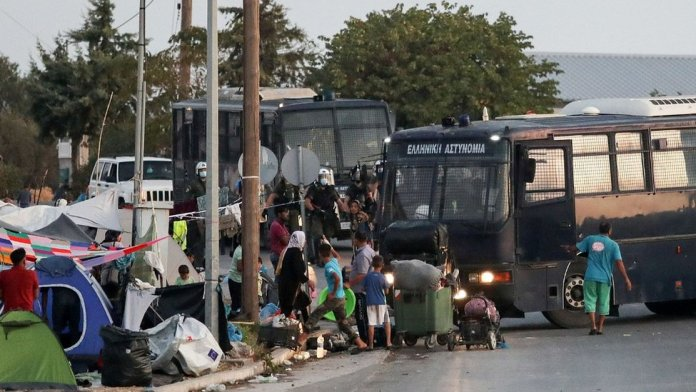 Police and migrant bus in Lesbos, Sep 17, 20