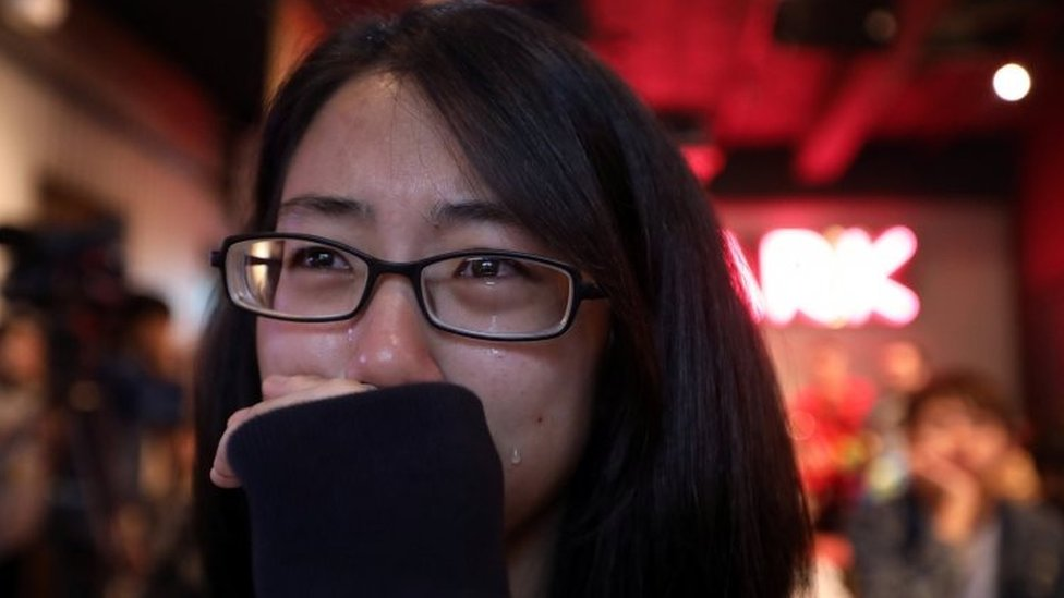 Partidarios del matrimonio homosexual lloraron después de escuchar el resultado del referéndum.