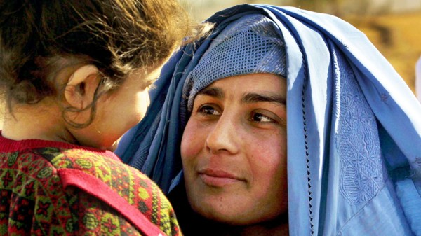 Afghan woman and child near Kunduz in 2001