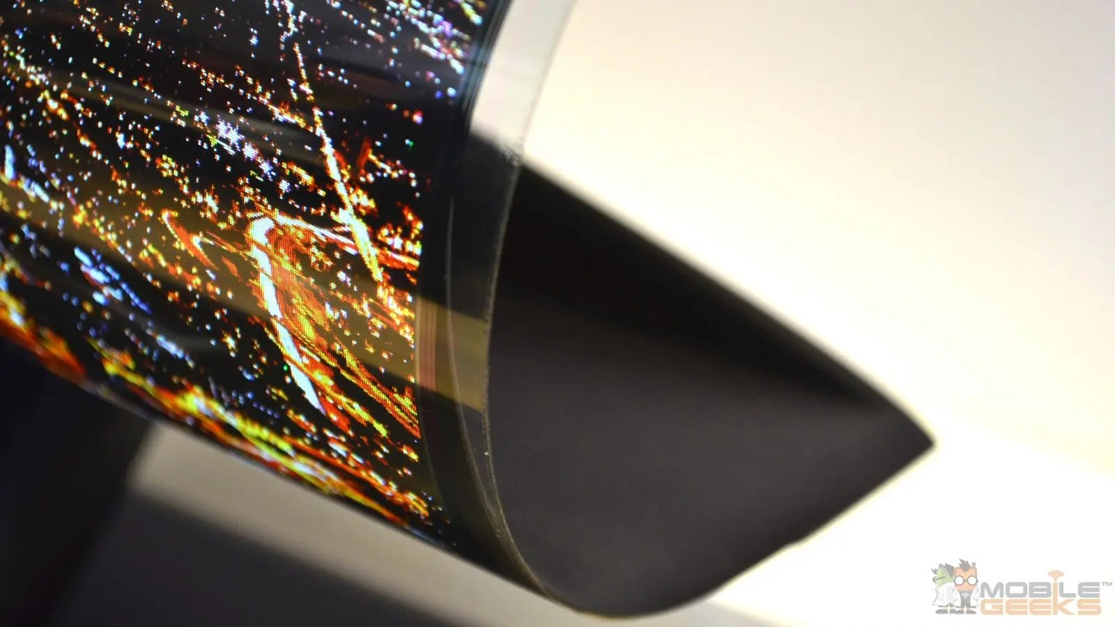 LG 30R Flexibles rollbares 18 Zoll POLED Display im Video