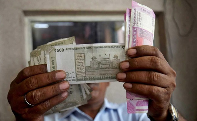 India's Forex Reserves Soar To Record $493 Billion Amid COVID-19 Crisis