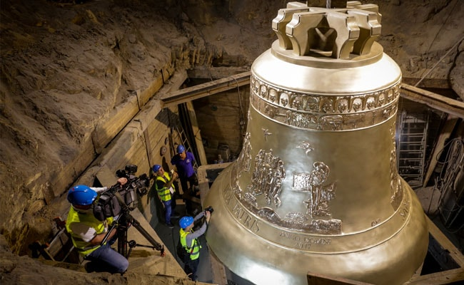 One Of World S Largest Bells Vox Patris Unveiled In Poland