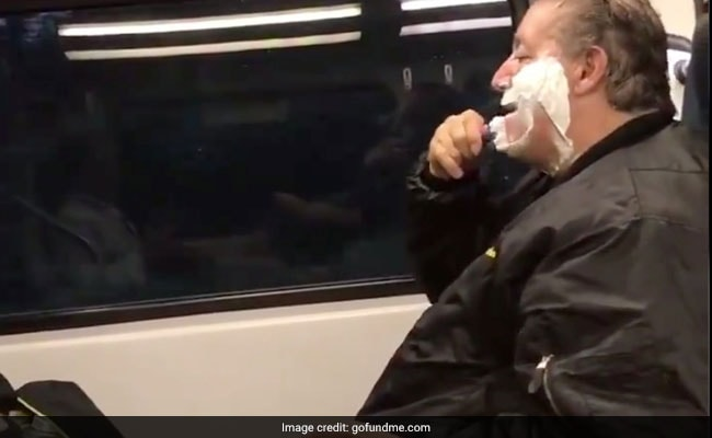 Man trolled heaily for shaing on train only to ind out he was homeless and to apologize later