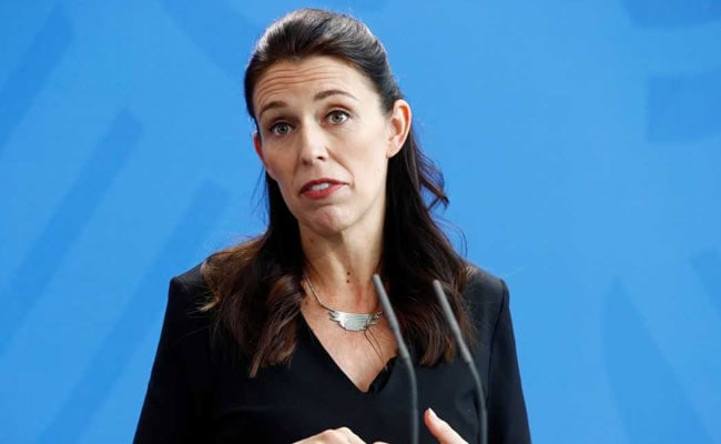 Earthquake strikes during Jacinda Ardern's interview. Watch his reaction